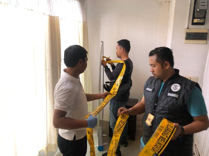 Police in Indonesia seal off an illegal stem cell clinic
